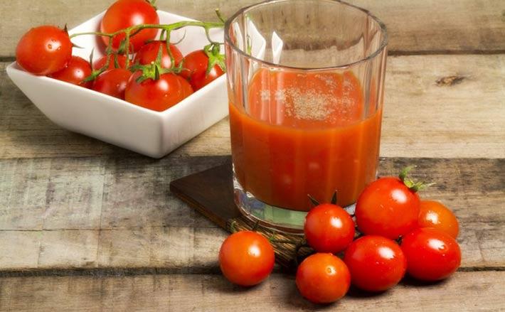 cuantas calorias tiene un tomate