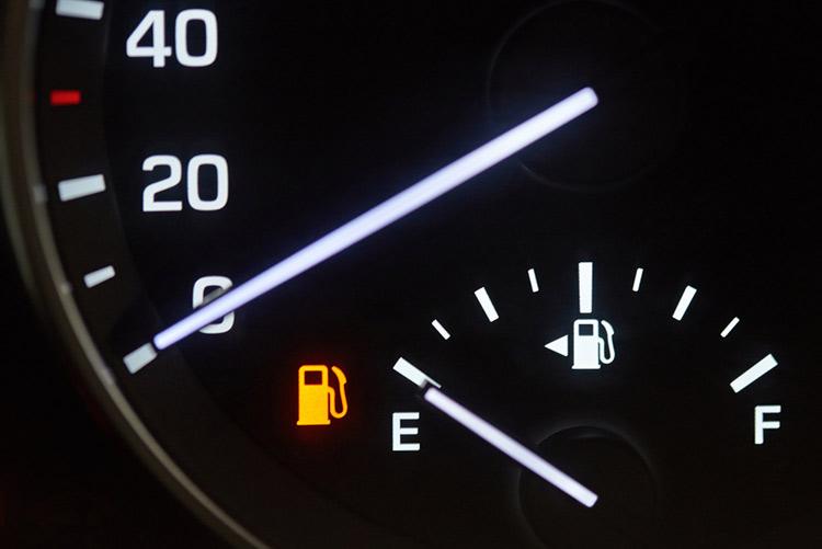 cuanto dura la reserva de combustible de un coche