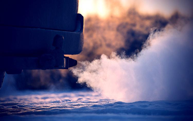 cuanto contaminan coches