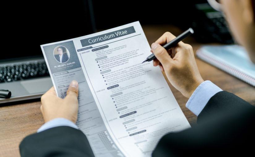¿Qué cosas debe incluir un currículum?