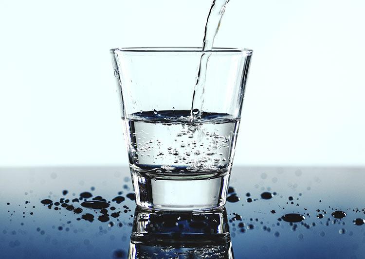 cuantas calorias tiene agua